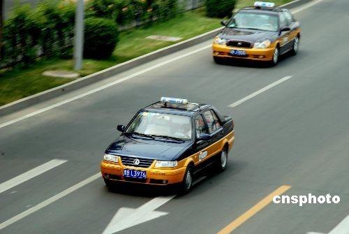 专家:缓解打车难必须打破出租车公司运营模式