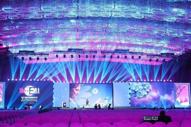 主会场的灯光气氛给所有女嘉宾造了一个女神梦
